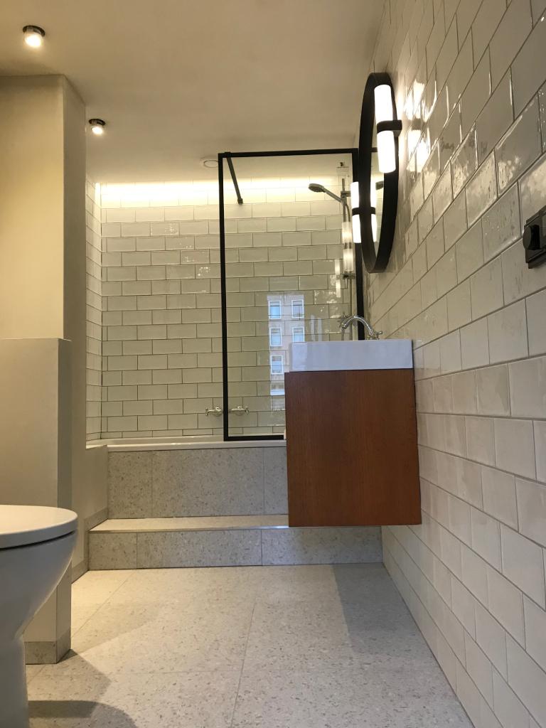 Badkamer en verbouwen hal Amsterdam - uitgelicht